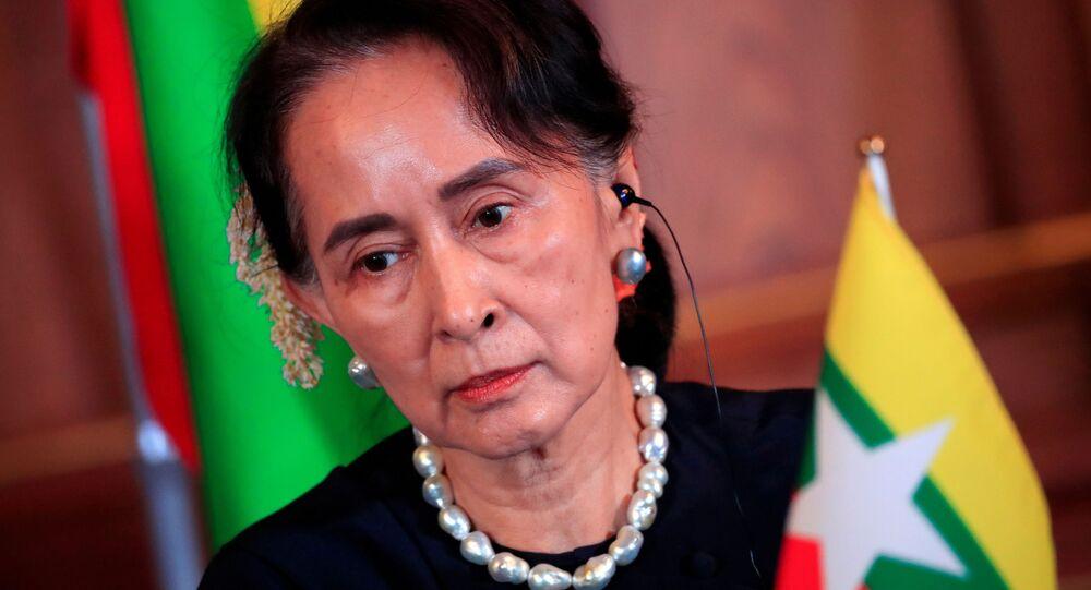 Aung San Suu Kyi, conselheira estatal de Myanmar, participa de coletiva de imprensa em Tóquio, Japão, 9 de outubro de 2018