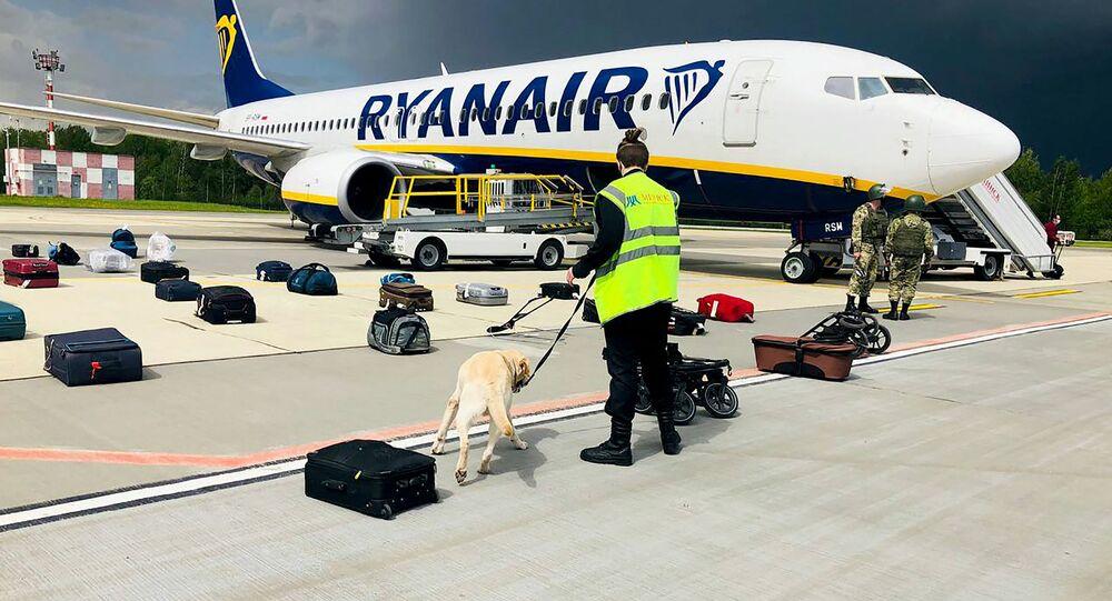 Avião da companhia aérea Ryanair no aeroporto de Minsk
