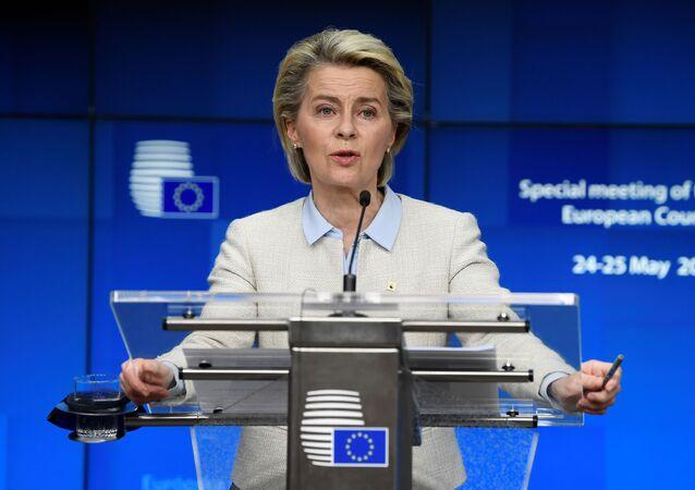 Presidente da Comissão Europeia, Ursula von der Leyen discursa durante coletiva de imprensa na cúpula da UE em Bruxelas, Bélgica, 24 de maio de 2021