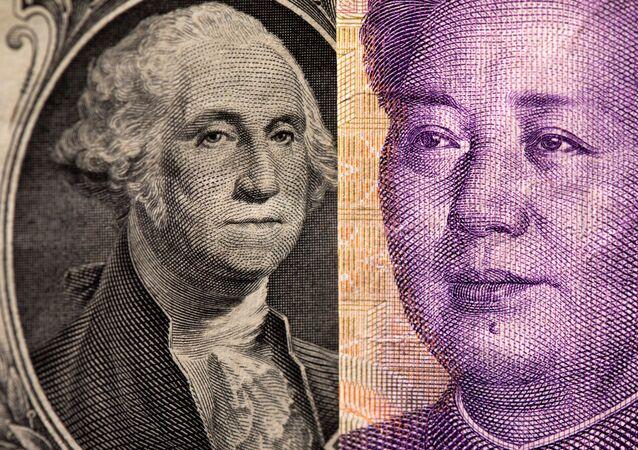 Dólar norte-americano e o yuan chinês são vistos nesta ilustração