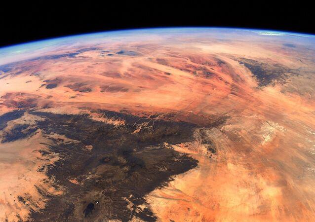 Vista aérea do Olho do Saara, também conhecido como Estrutura de Richat, localizado na África Ocidental
