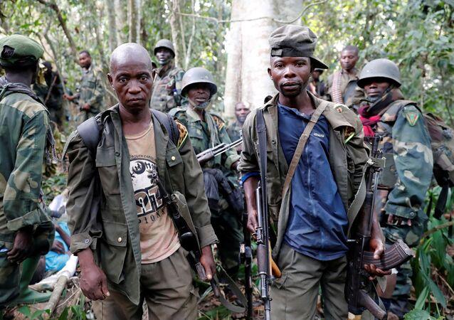 Soldados das Forças Armadas da República Democrática do Congo durante ofensiva contra o grupo rebelde ADF na província de Kivu do Norte