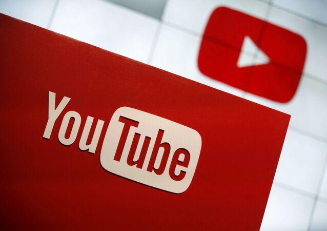 Logotipo do YouTube em foto tirada em Playa Del Rey, em Los Angeles, nos Estados Unidos, no dia 21 de outubro de 2015