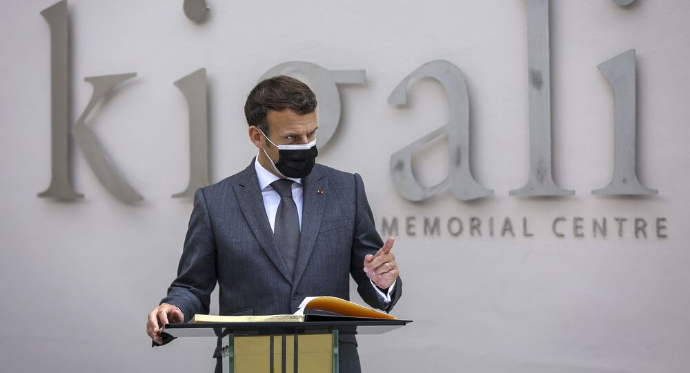 Presidente francês, Emmanuel Macron, discursa no Memorial do Genocídio de Kigali, em Ruanda