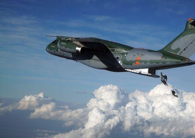 Avião KC-390, cargueiro militar fabricado pela Embraer