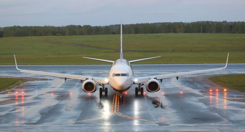 Uma foto tirada em 23 de maio de 2021 mostra o avião de passageiros Boeing 737-8AS da Ryanair, vindo de Atenas, Grécia, que foi interceptado e desviado para Minsk, em Belarus