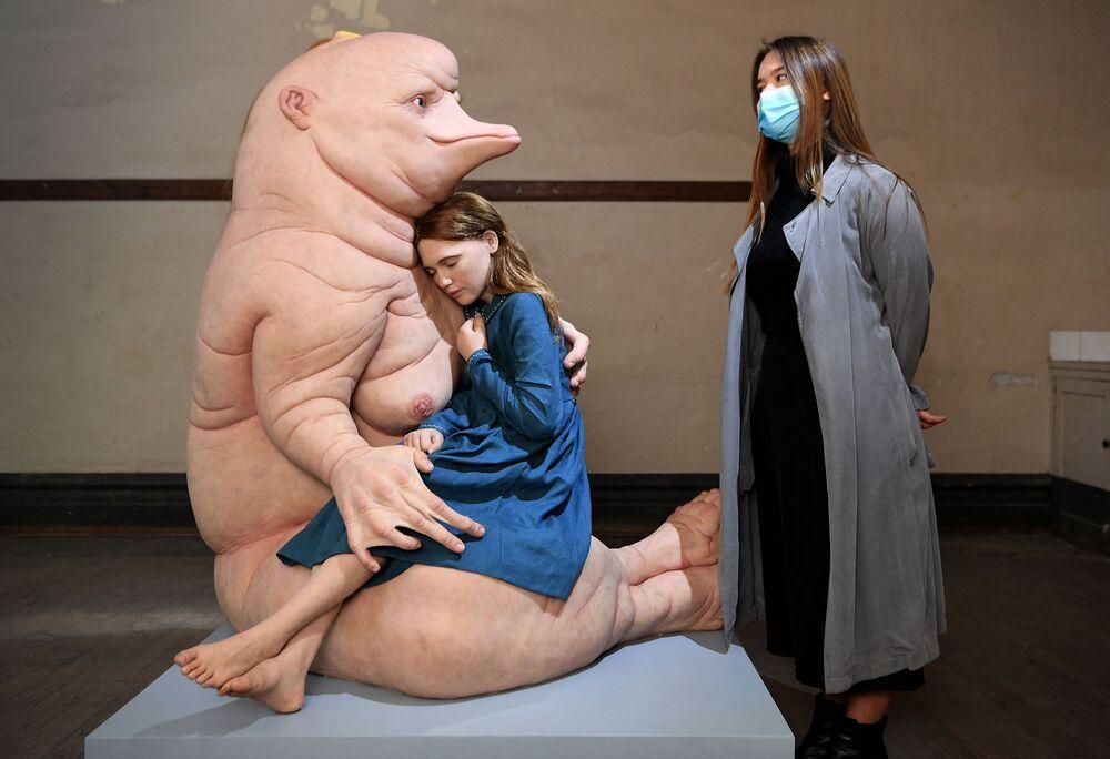 Instalação da artista australiana Patricia Piccinini em Melbourne, Austrália, 26 de maio de 2021