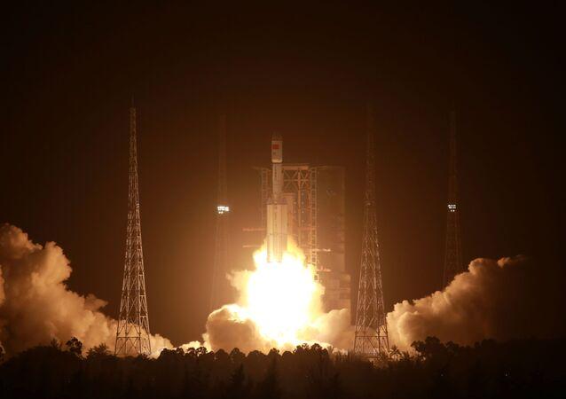 Foguete chinês Longa Marcha 7 carregando a nave de carga Tianzhou-2 decola do Centro de Lançamento Espacial Wenchang, China, 29 de maio de 2021