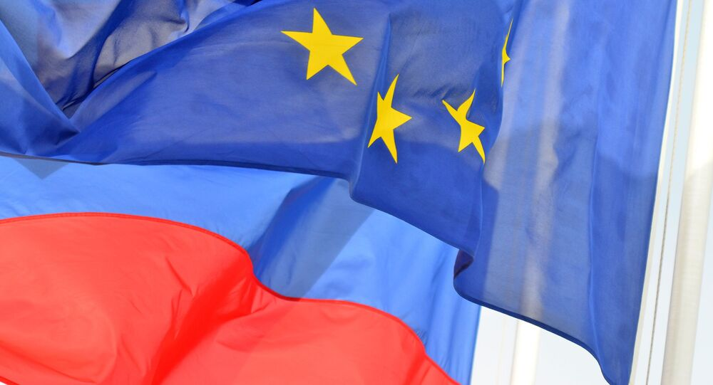 Bandeiras da Rússia e União Europeia