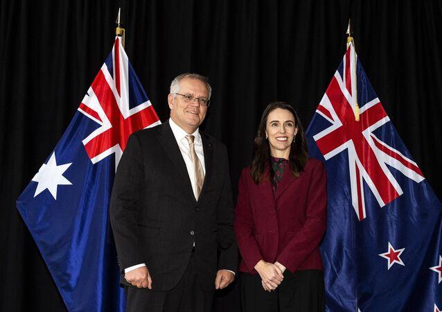 Jacinda Ardern, primeira-ministra da Nova Zelândia, posa para foto com o homólogo australiano Scott Morrison em Queenstown, Nova Zelândia, 31 de maio de 2021