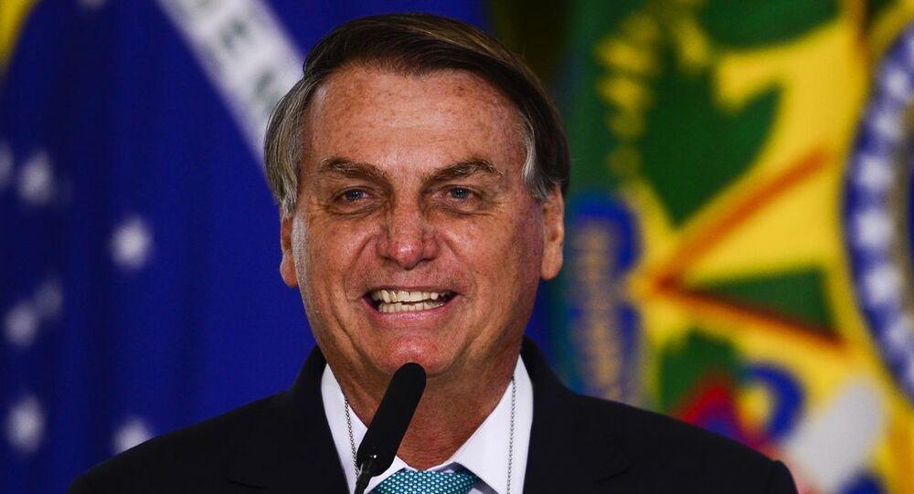 O presidente Jair Bolsonaro participa da cerimônia de anúncio de contratos de patrocínio da Caixa e das Loterias Caixa com as confederações brasileiras de Atletismo, de Ginástica e de Skate e com o Comitê Paralímpico Brasileiro, em Brasília, 1º de junho de 2020
