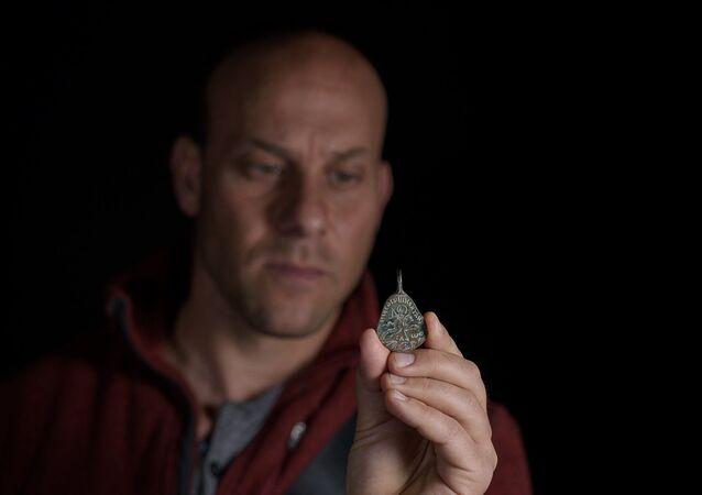 Pingente de 1.500 anos encontrado na Galileia, Israel
