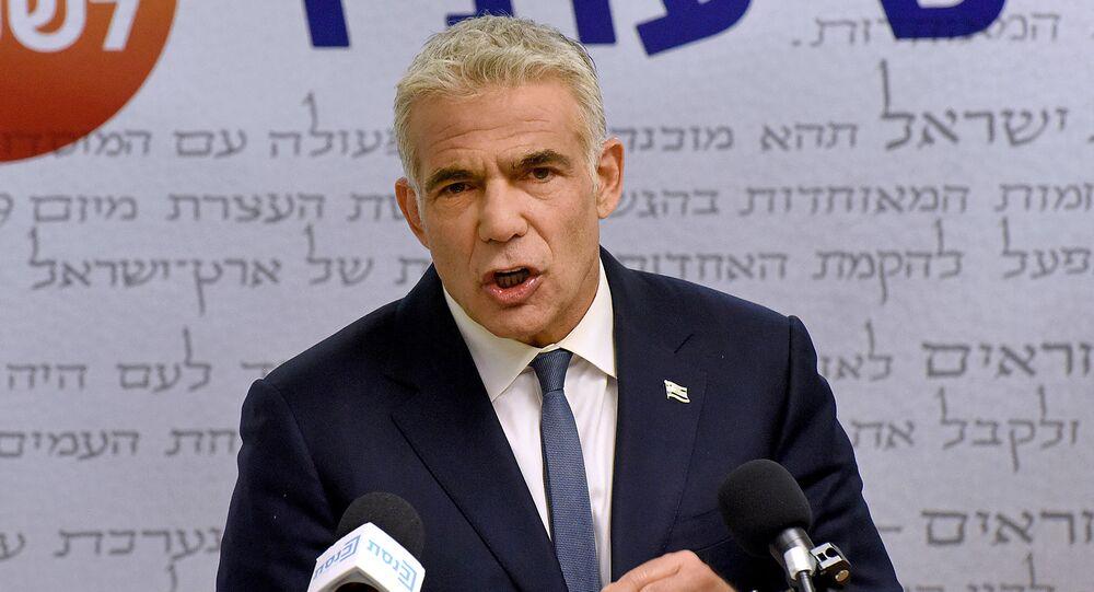 Yair Lapid, líder centrista da oposição de Israel, faz declaração à imprensa no Knesset, Parlamento israelense, em Jerusalém, 31 de maio de 2021