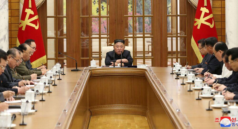Líder norte-coreano, Kim Jong-un, participando da reunião do Partido dos Trabalhadores da Coreia em Pyongyang, em 4 de junho de 2021