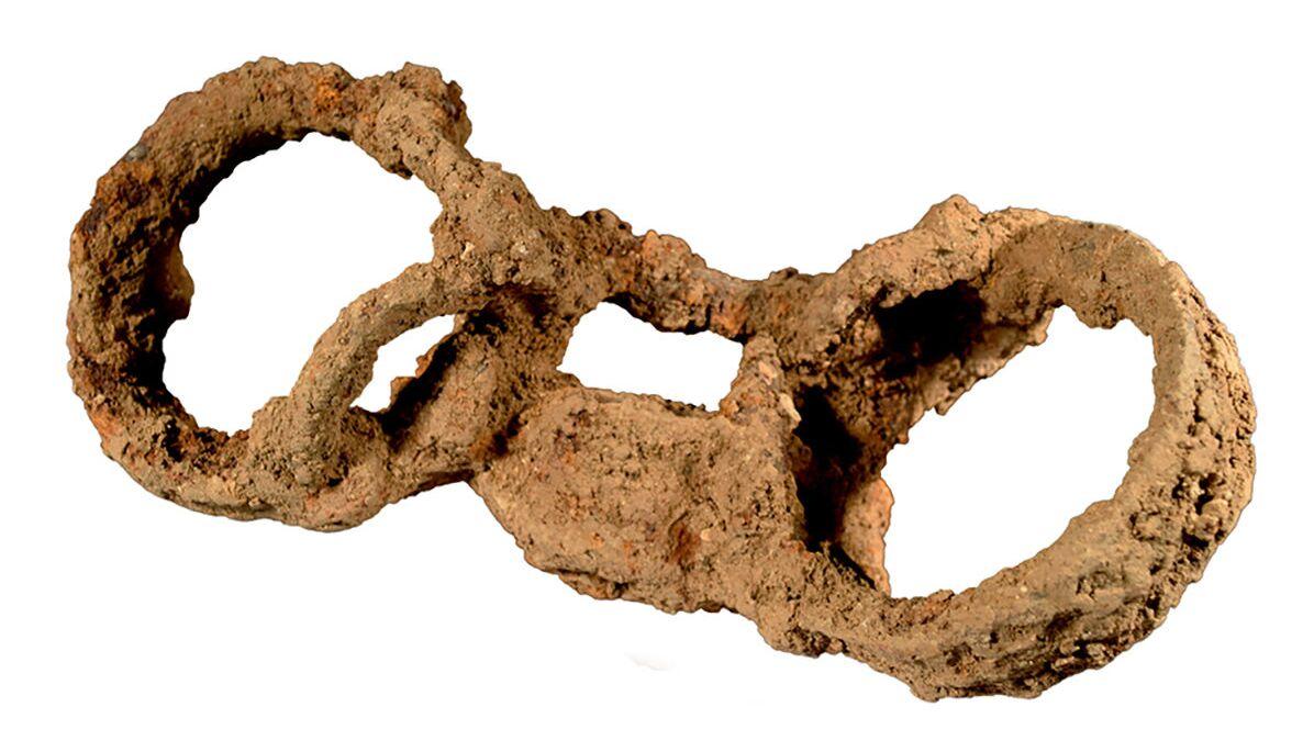Algema encontrado em esqueleto de possível escravo romano na Grã-Bretanha