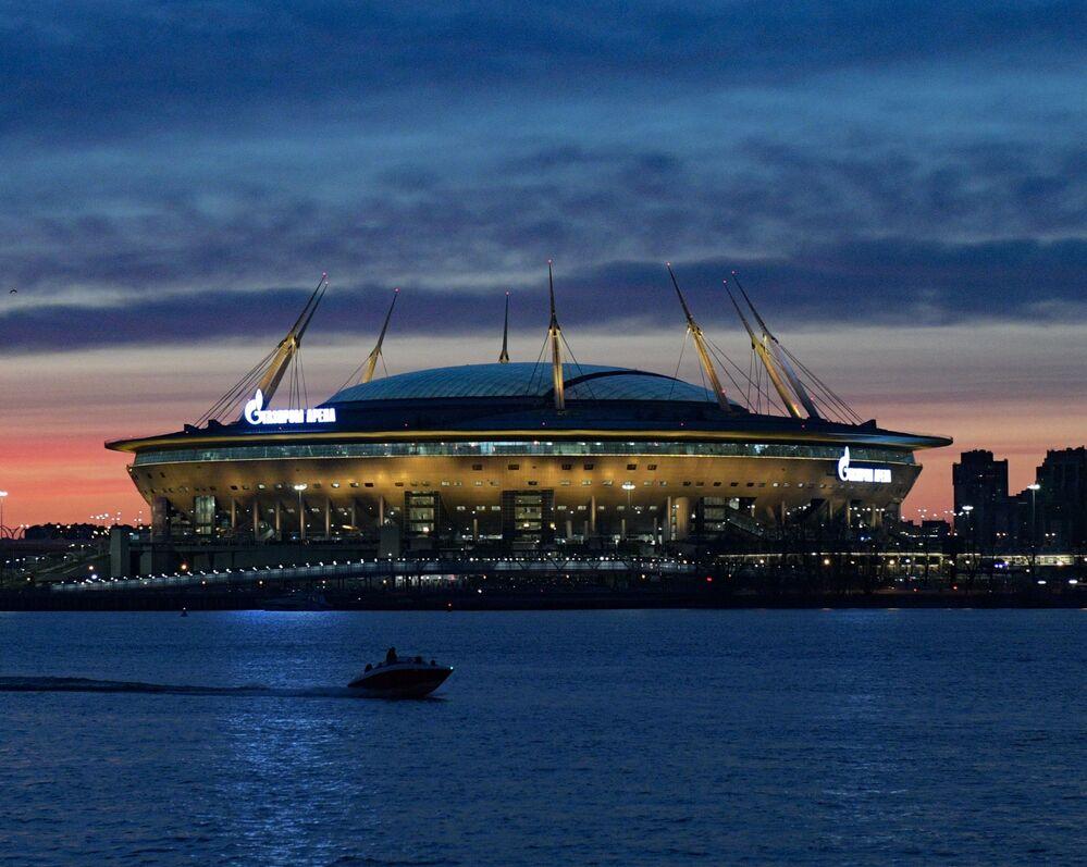 Vista do estádio Gazprom Arena em São Petersburgo, Rússia