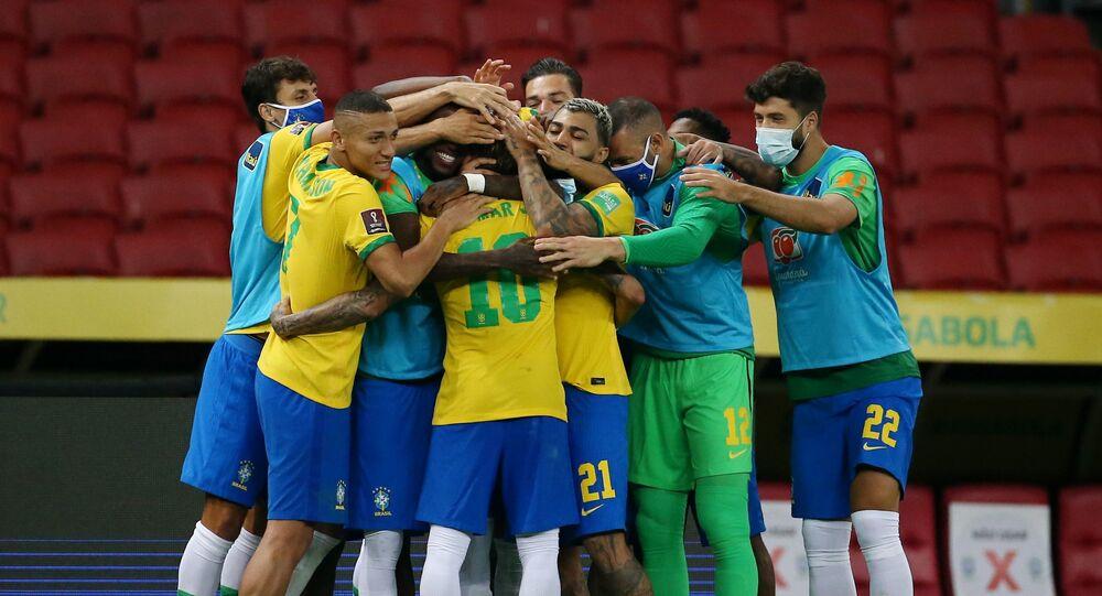 Jogadores do Brasil comemoram após a vitória sobre o Equador em jogo válido pelas Eliminatórias da Copa do Mundo de 2022
