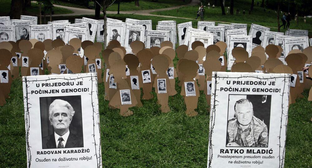 Foto do dia 31 de maio de 2021 mostra uma instalação comemorativa das vítimas da limpeza étnica de 1992 conduzida pelas forças armadas sérvias da Bósnia na cidade de Prijedor