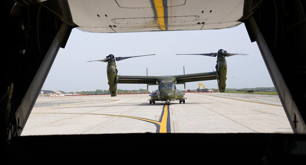 Uma aeronave Osprey do Corpo de Fuzileiros Navais dos EUA taxia perto de outro Osprey na base aérea de Andrews, Maryland, EUA. Foto de arquivo
