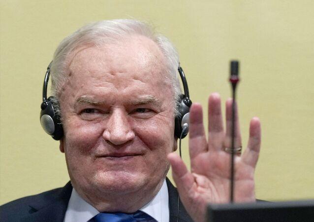 Ex-general sérvio Ratko Mladic sorri antes da audiência do veredicto final sobre apelo contra sua condenação por genocídio, em 8 de junho de 2021