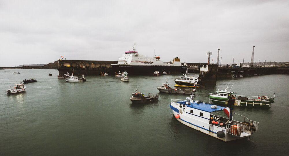 Embarcações de pesca francesas bloqueiam porto na ilha de Jersey. Foto de arquivo