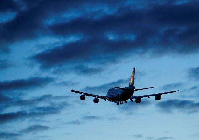 Avião Air Force One levando Joe Biden, presidente dos EUA, de Mildenhall, Suffolk, Reino Unido, ao Aeroporto de Cornualha, Newquay, Reino Unido, 9 de junho de 2021