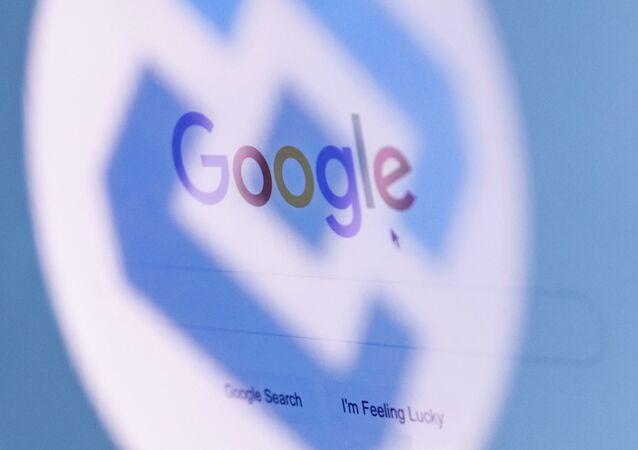 Logos do Rozkomnadzor e Google