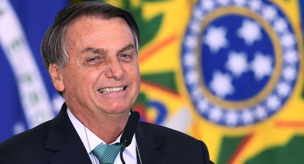 Presidente Jair Bolsonaro discursa durante anúncio de patrocínio de seleção olímpica pela Caixa Econômica Federal no Palácio do Planalto em 1º de junho de 2021