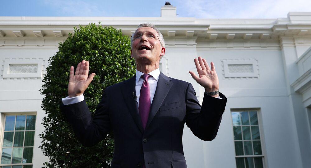 Secretário-geral da OTAN, Jens Stoltenberg, fala com repórteres após reunião com o presidente norte-americano Joe Biden na Casa Branca em Washington, EUA