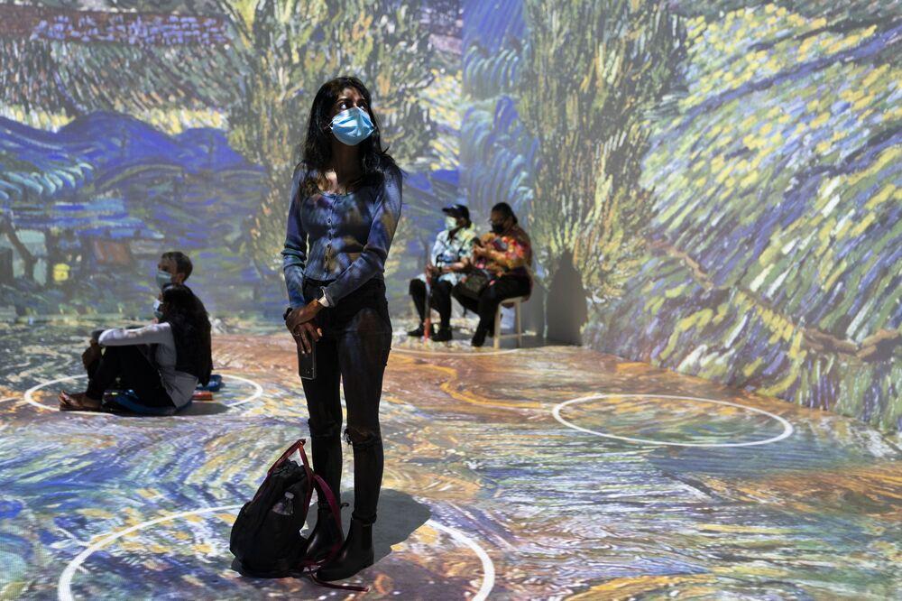 Projeções de obras do célebre pintor Vincent van Gogh expostas em Nova York, EUA, 4 de junho de 2021