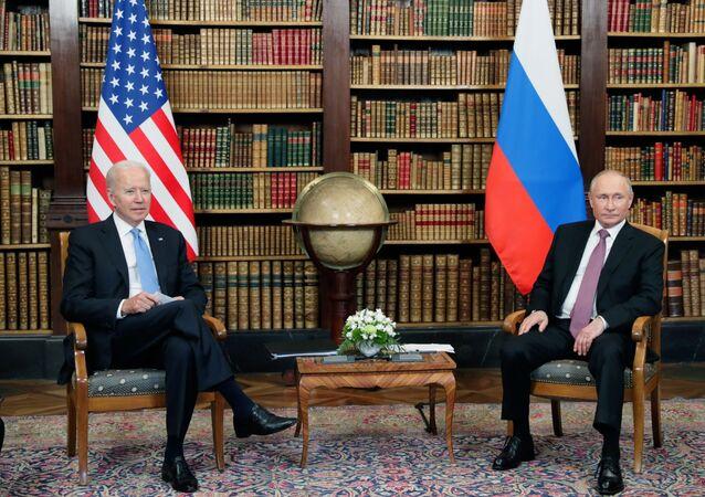 Joe Biden e Vladimir Putin durante as conversações em Genebra, 16 de junho de 2021