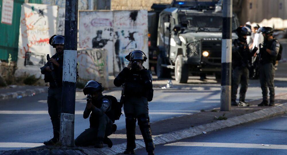 Policiais de fronteira israelenses durante protesto em Belém, na Cisjordânia ocupada por Israel, 15 de junho de 2021