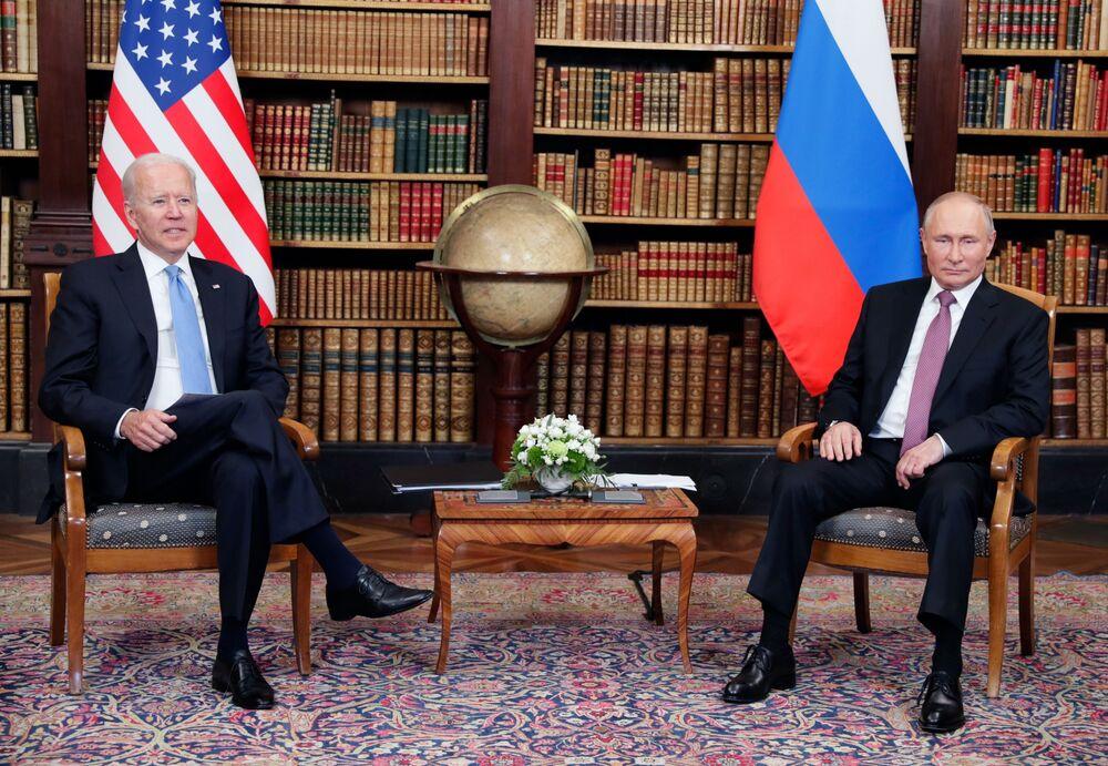 Vladimir Putin, presidente da Rússia, durante o encontro com Joe Biden, presidente dos EUA, na Villa La Grange em Genebra, Suíça, 16 de junho de 2021