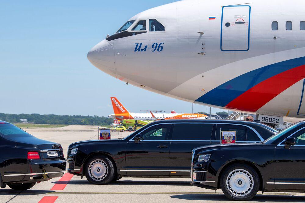Vladimir Putin, presidente da Rússia, após chegada ao aeroporto de Genebra para a cúpula EUA-Rússia, Suíça, 16 de junho de 2021
