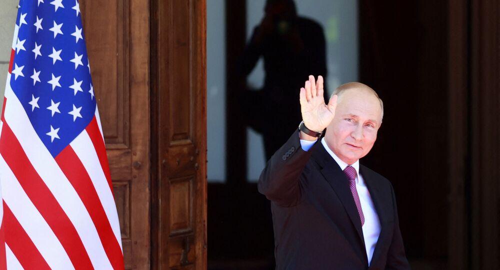 Presidente russo, Vladimir Putin, chegando à Villa La Grange para a cúpula EUA-Rússia com presidente norte-americano Joe Biden, em Genebra, 16 de junho de 2021