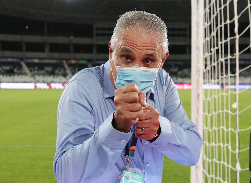 Tite, técnico da seleção do Brasil, antes da partida do Grupo B entre Brasil e Peru da Copa América 2021, no Estádio Nilton Santos, Rio de Janeiro, Brasil, 17 de junho de 2021
