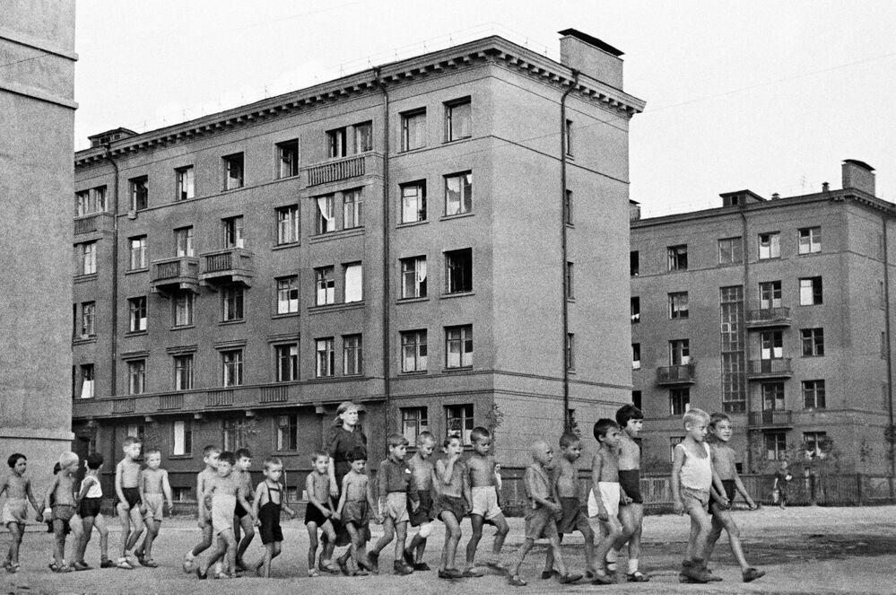 Crianças nas ruas de Moscou em 23 de junho de 1941