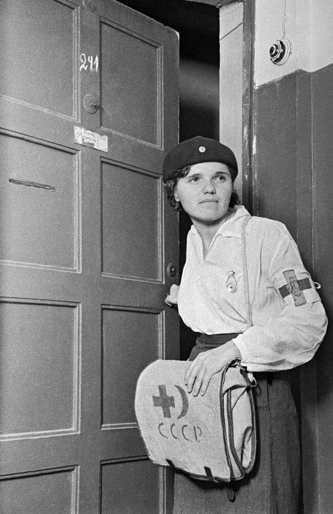 Enfermeira do serviço médico militar em Moscou, junho de 1941