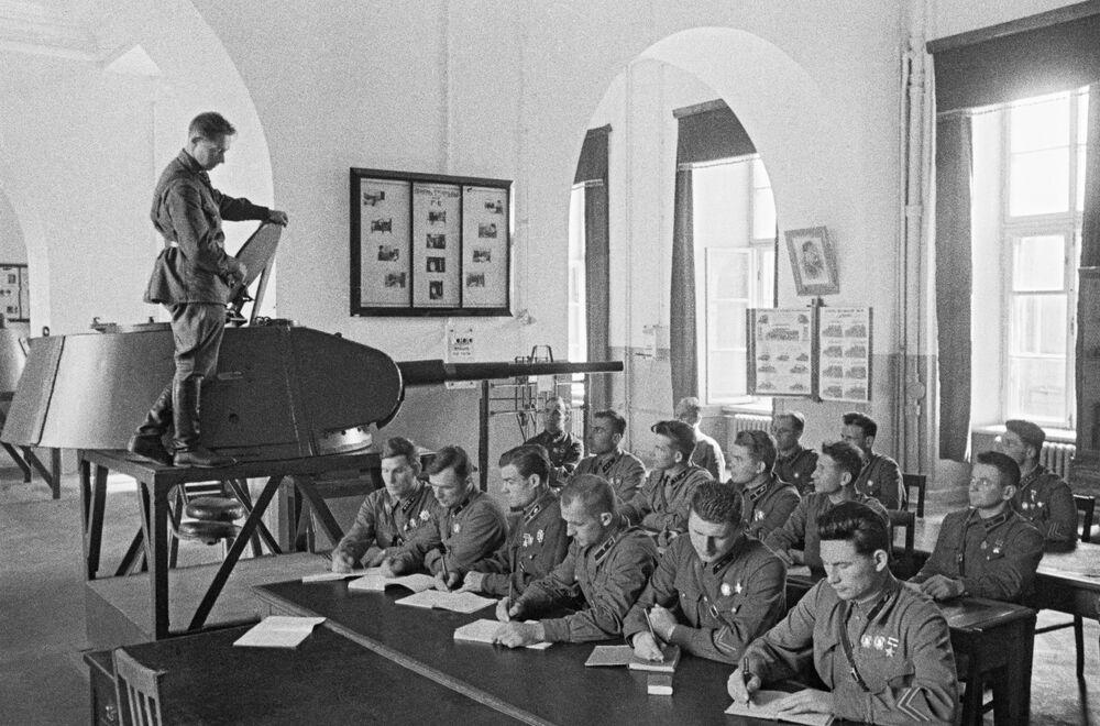 Militares graduados da Academia Militar J.V. Stalin de Mecanização e Motorização do Exército Vermelho