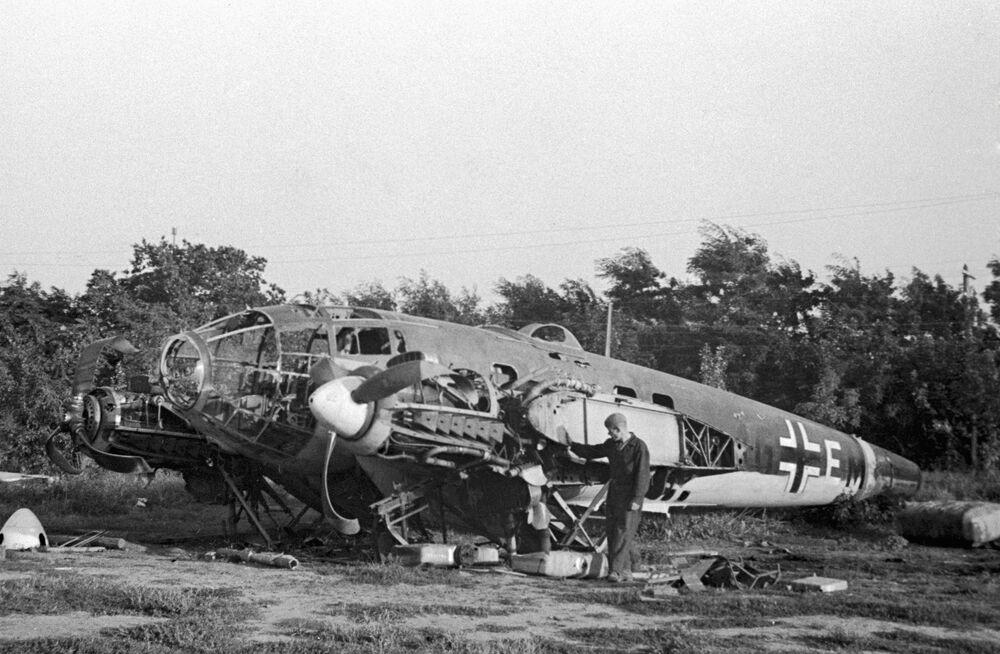Um dos primeiros aviões alemães abatidos sobre Odessa, Ucrânia