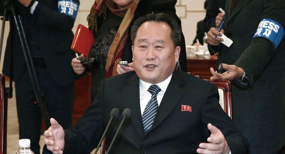 Ministro das Relações Exteriores da Coreia do Norte, Ri Son Gwon, fala durante encontro com a Coreia do Sul em zona desmilitarizada na Coreia do Sul. Foto de arquivo