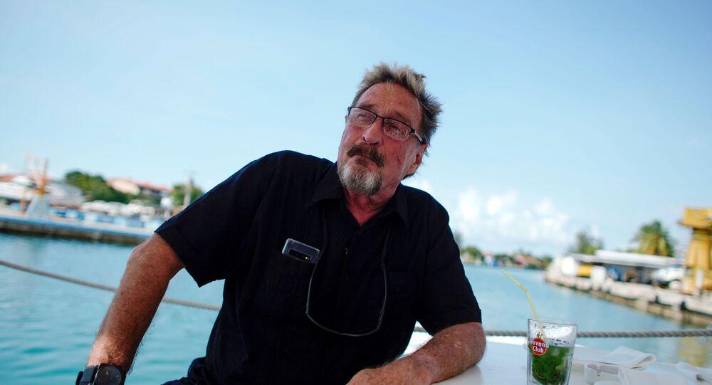 John McAfee falando em entrevista em Havana, Cuba, 4 de julho de 2019