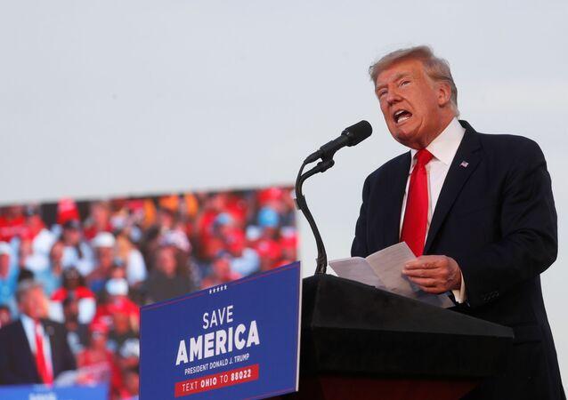 Ex-presidente dos EUA, Donald Trump, fala durante seu primeiro comício após ter deixando a Casa Branca em Wellington, no Ohio, Estados Unidos, 26 de junho de 2021
