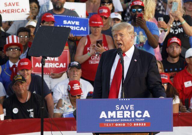 Ex-presidente dos EUA, Donald Trump, fala durante comício em estilo de campanha em Ohio, em 26 de junho de 2021