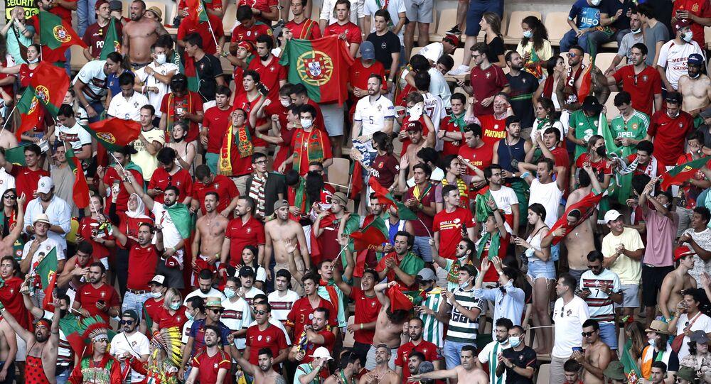 Oitavas de final da Eurocopa 2020 – Bélgica x Portugal – Estádio Olímpico de La Cartuja, Sevilha, Espanha, 27 de junho de 2021. Torcedores portugueses dentro do estádio durante o jogo