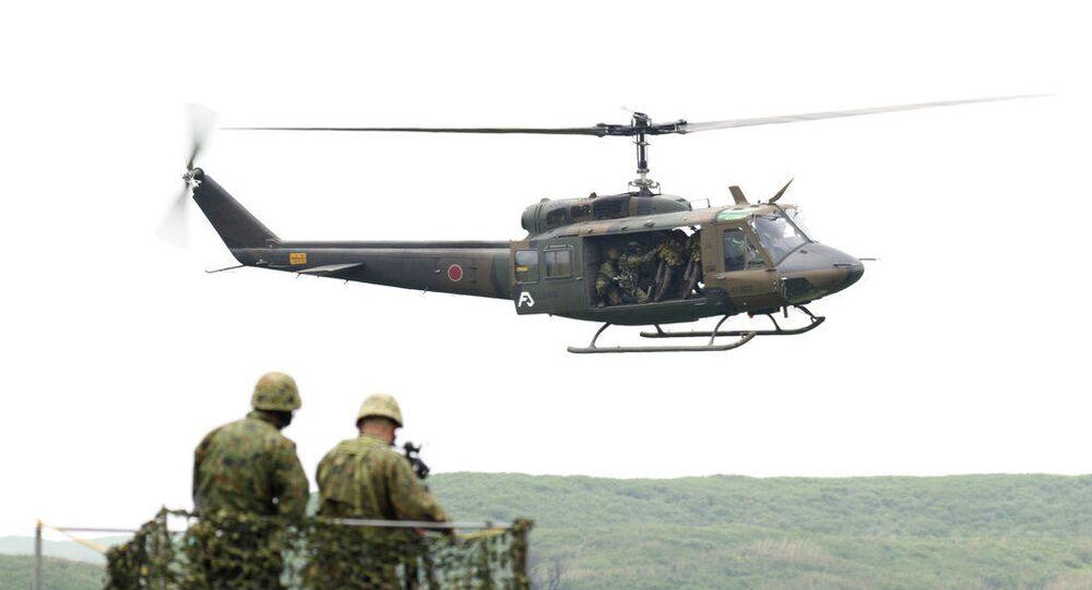 Helicóptero voa durante exercício de fogo real no campo de treinamento em Gotemba, a sudoeste de Tóquio. Foto de arquivo