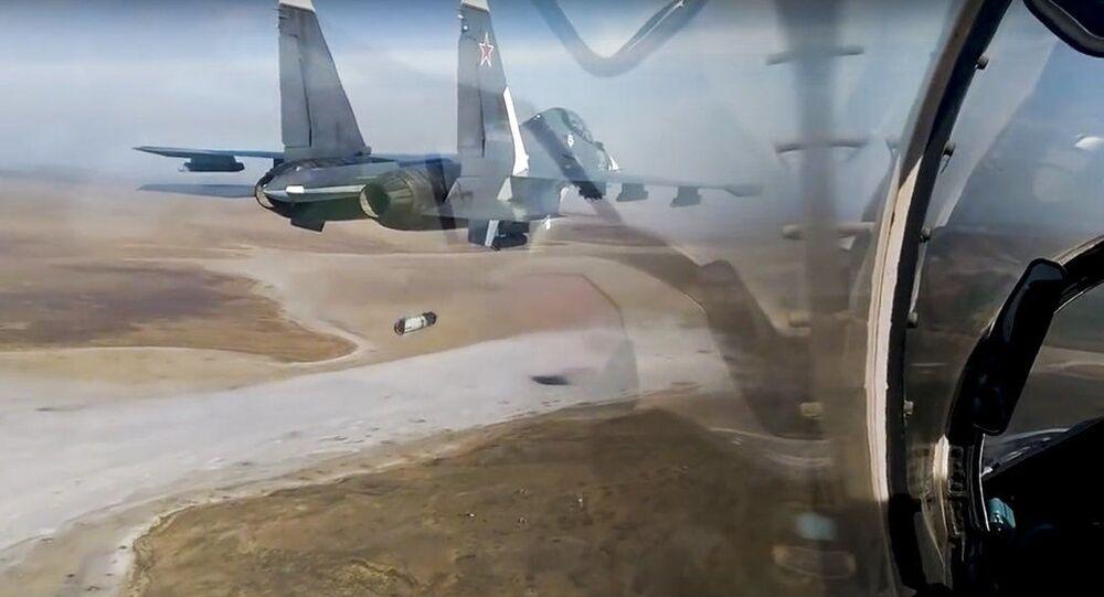 Visão da cabine de um caça Su-30 da Força Aérea da Rússia durante manobras no sul da Rússia. Foto de arquivo