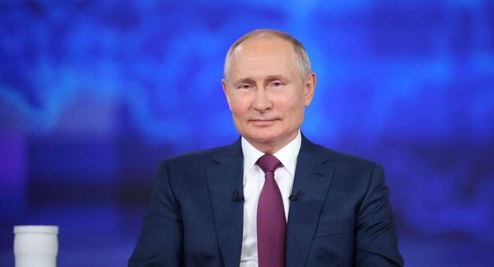 Presidente Vladimir Putin durante a Linha Direta, 30 de junho de 2021