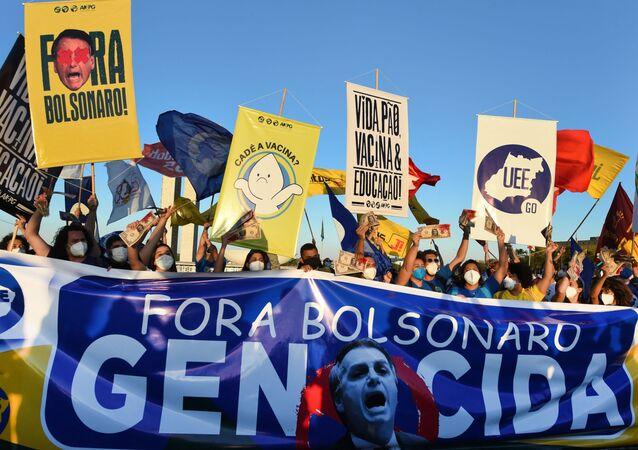 Membros de partidos políticos e organizações da sociedade civil exigem resignação do presidente Jair Bolsonaro, 30 de junho de 2021