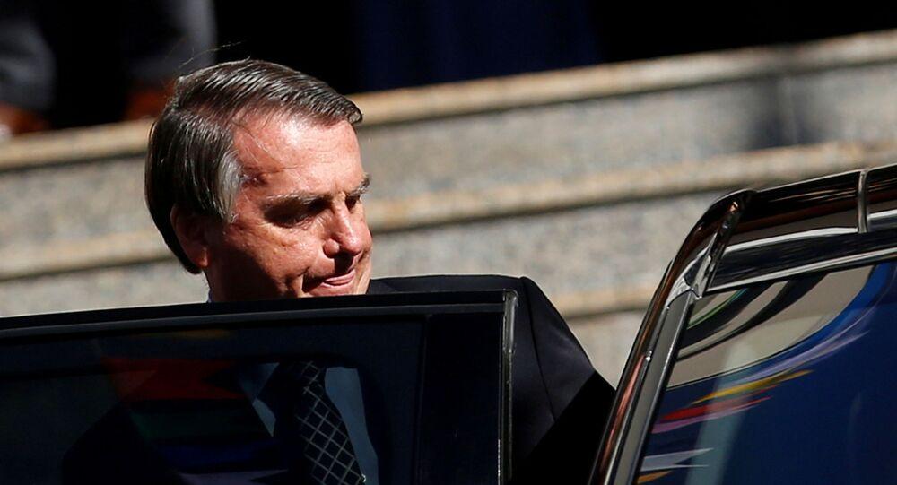 Presidente Jair Bolsonaro entra no carro após missa em uma igreja católica em Brasília, 1º de julho de 2021